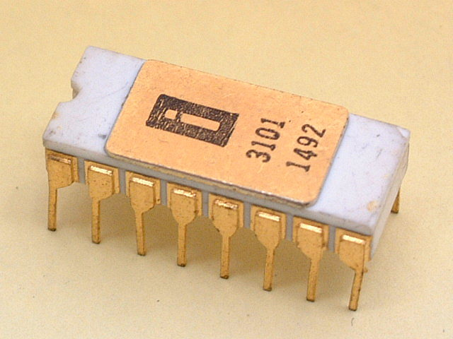 Изобретение первого в мире микропроцессора.