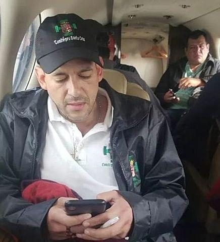 Camacho retorna a Santa Cruz presionado por un cerco en El Alto