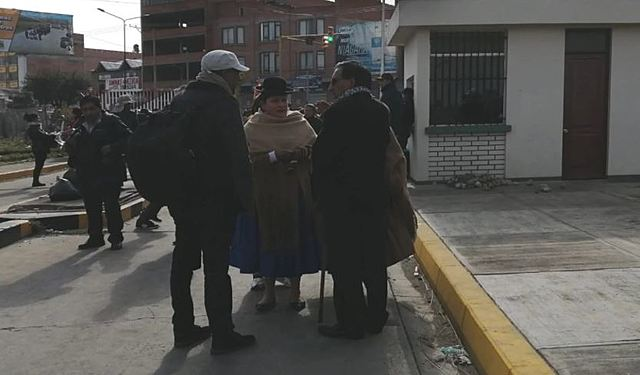 Identifican a altos funcionarios públicos como líderes del cerco en El Alto
