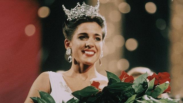 Heather Whitestone becomes Miss America