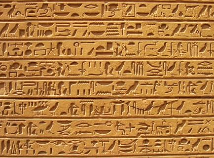 Surgen los primeros jeroglíficos.