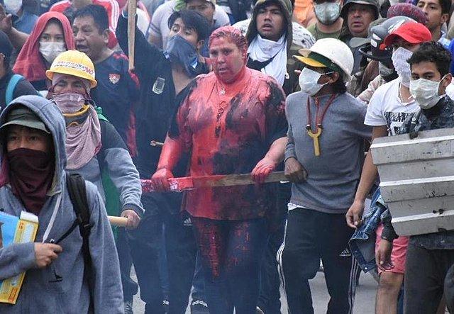 Vecinos retienen a alcaldesa de Vinto y queman edificio de la Alcaldía