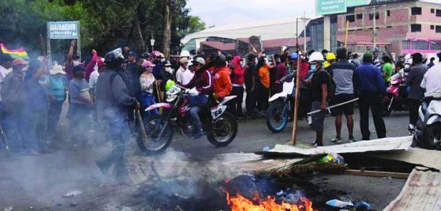 Duros enfrentamientos dejan un muerto y al menos 90 heridos en Cochabamba