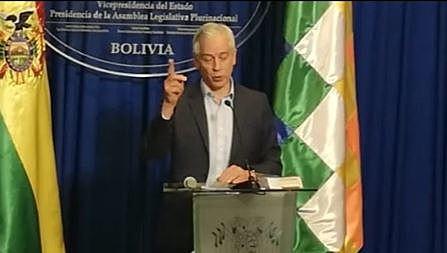 García Linera dice que Limbert murió por una bazuca de su propio bando y que recibió dinero de CC