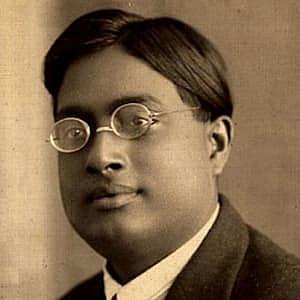 Satyendra Nath Bose discovered bosons/