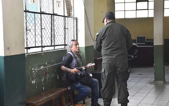 Policía detienen a fotoperiodista de Página Siete