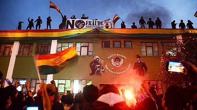 Policías de Cochabamba se rebelan y motín se expande a seis ciudades