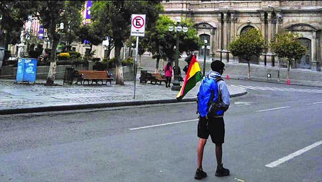 Plaza Murillo está custodiada por ciudadanos que defienden su voto