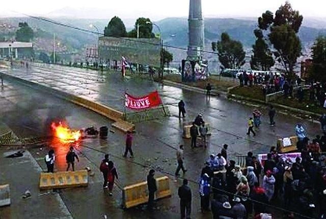Fejuve masista toma peaje en El Alto