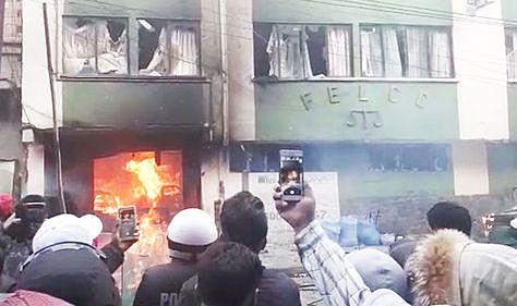 La violencia se desborda nuevamente en La Paz y El Alto; se reportan al menos 20 heridos