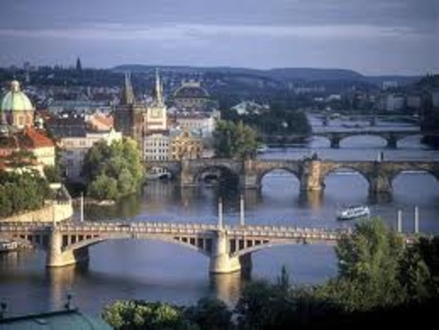 Es muda a Praga