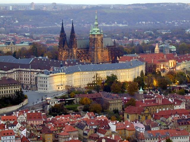 Va anar a viure amb el seu tiet a Praga