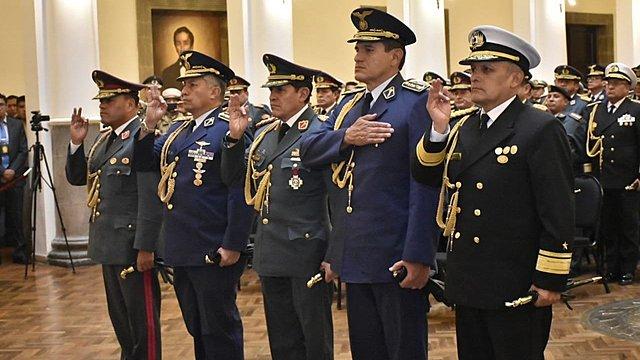 Carlos Orellana jura como Comandante en Jefe de las FFAA