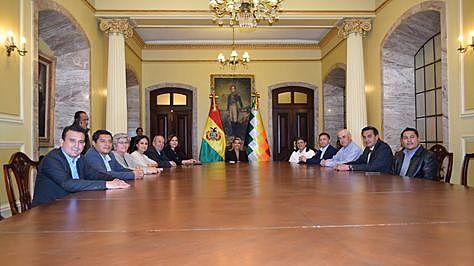 Áñez posesiona a un gabinete de transición de 11 ministros