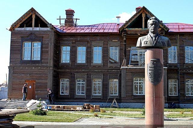 Открытие бюста М.Т. Калашникову в селе Курья