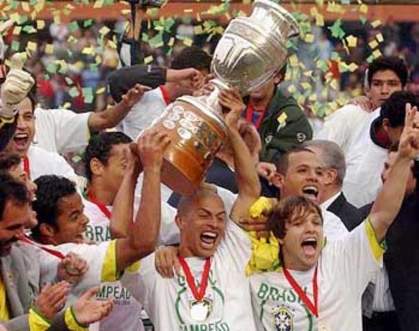 Copa América Perú 2004, campeón: PER