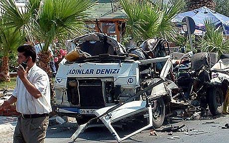 [TR] Attentato contro un minibus a Kusadasi
