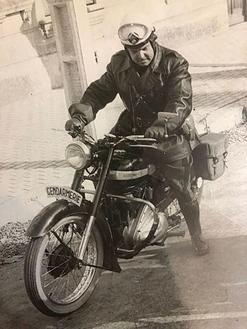 Robert gendarme à moto