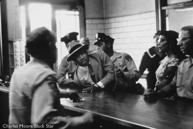 16 april 1963 Police arrest Civil Rights Leader Rev. Martin Luther King JR and other ministers demostrating in Birmingham,Alabama,then turn fire hoses and police dogs on the marchers.