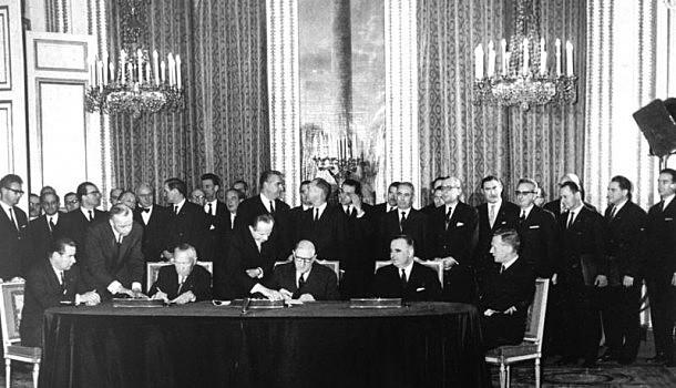 Bruch zwischen China und UdSSR – Deutsch-Französicher Vertrag als Basis  des geeinten Europas