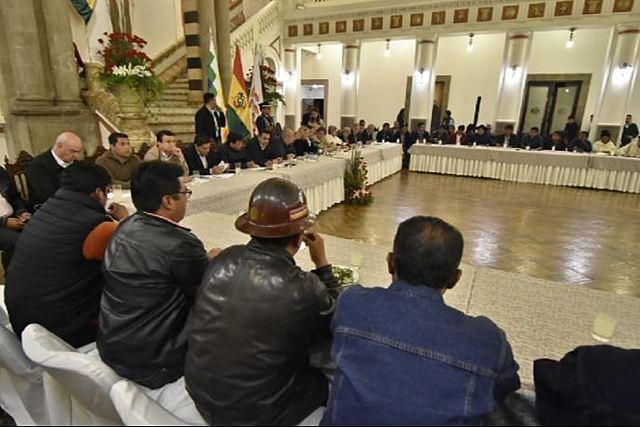 Gobierno y sectores sociales acuerdan repliegue de militares y pausa en las movilizaciones