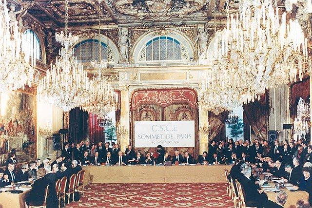Die Charta von Paris beendet den Kalten Krieg