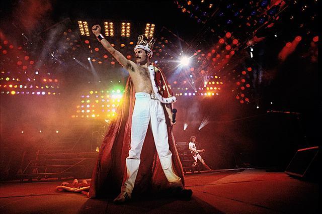 """Новый альбом """"A Kind Of Magic"""" сразу же становится лидером хит-парада."""
