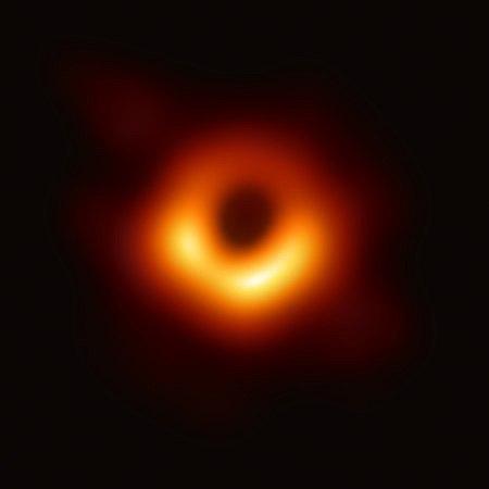 Toman primera foto de un agujero negro supermasivo