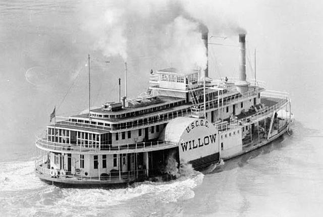 Se inventa el barco a vapor