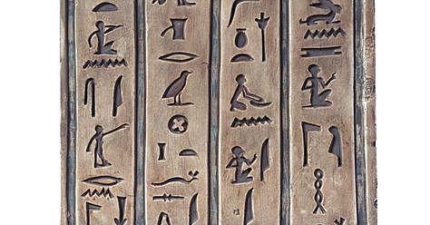 3250 a. C. – Nace la escritura jeroglífica egipcia.