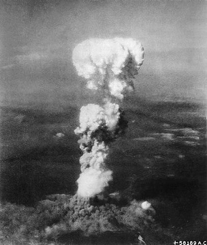 Las investigaciones de Eistein facilitó la creación de la bomba atómica