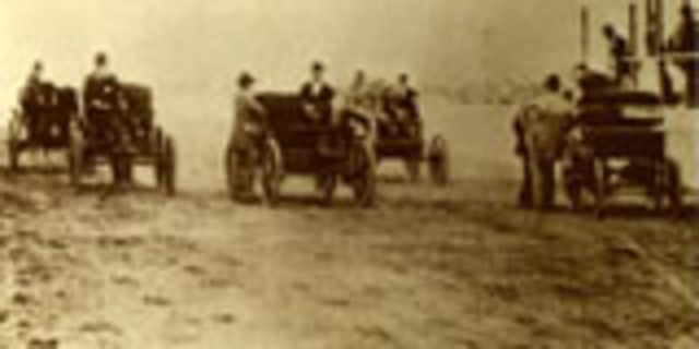 The first closed circuit automobile