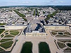 Inicia la construcció del Palau de Versalles