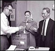 Peuples Autochtones obtiennent le droit de vote.