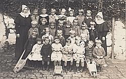 Eröffnung der ersten Kleinkinder-Bewahranstalt in WIen