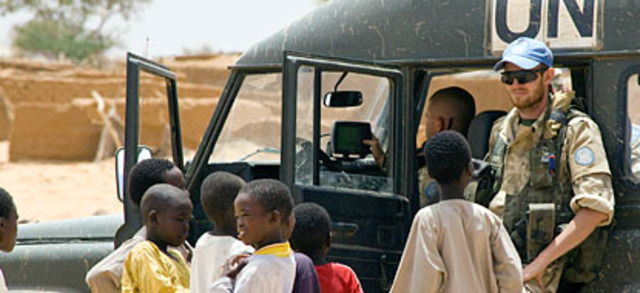 U.N. sends troops/L'ONU envoie les troupes