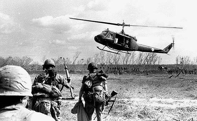 L'armée américaine se retire du Vietnam.