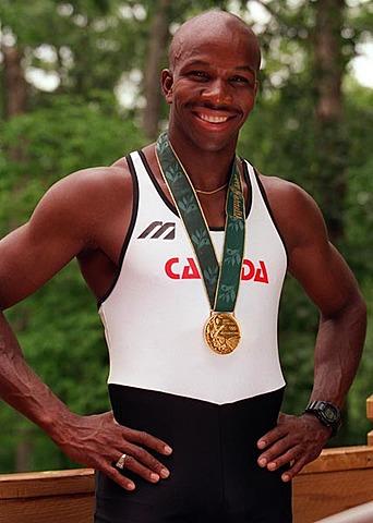 Donovan Bailey gagne la médaille d'or