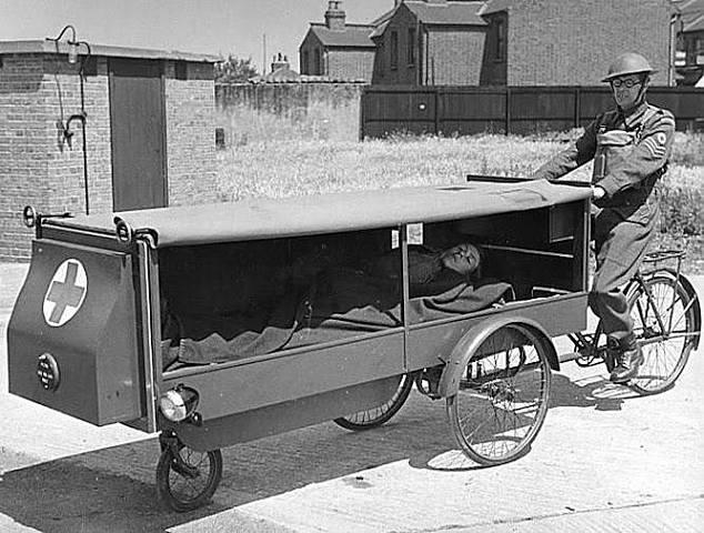 El cirujano militar francés Larrey utiliza por vez primera ambulancias.