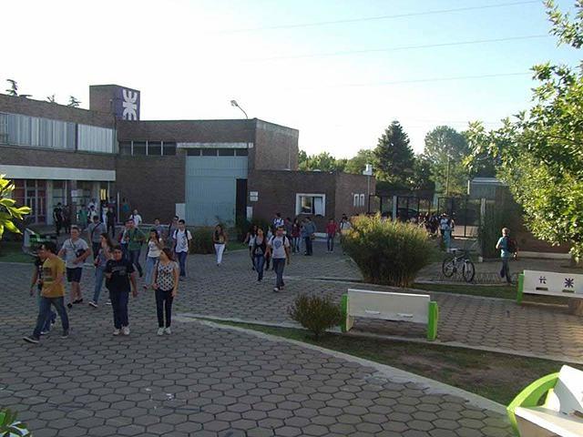 Inaguracion de la FRTL (Facultad Regional Trenque Lauquen)