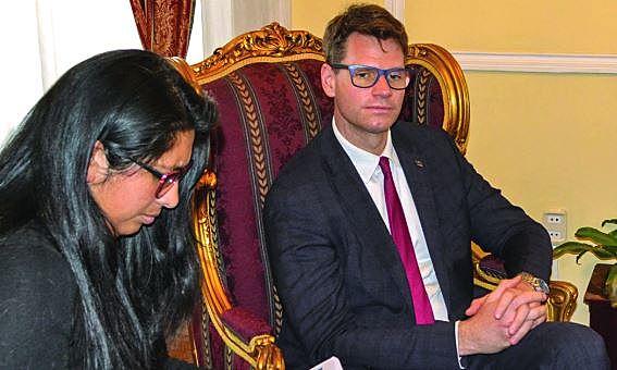 Misión de UE halla irregularidades en comicios y se suma al informe de OEA