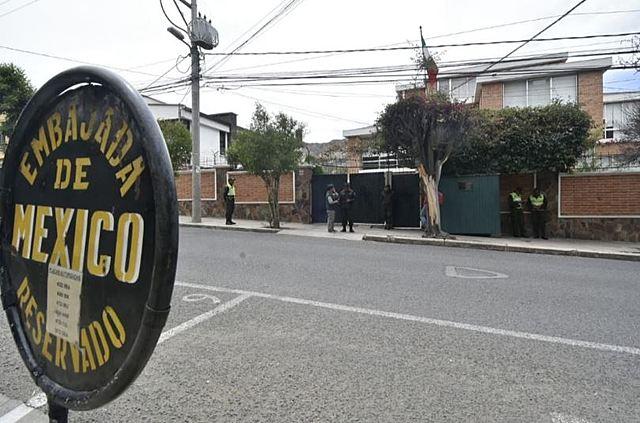México reporta que hay nueve personas asiladas en su embajada