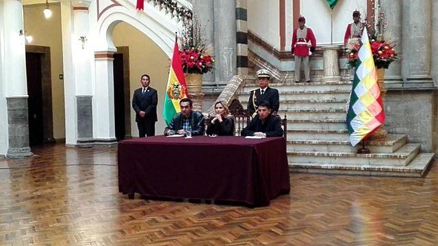 Añez presenta proyecto de ley para obligar a candidatos presidenciales a debatir