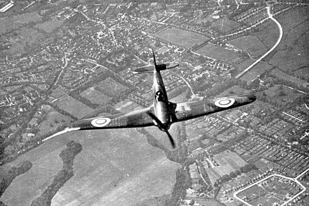 Nemčija napade Veliko Britanijo(Zračna bitka-Prvi Hitlerjev poraz zaradi šifriranja šifer z radarjem) - Odpre se Afriško bojišče