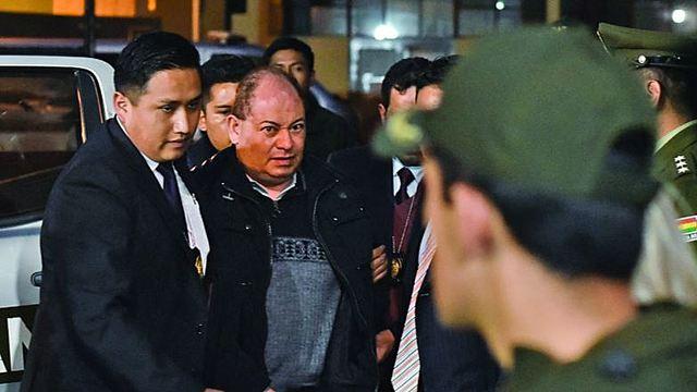 Cae Carlos Romero por caso Uelicn, es el primer ministro de Evo en ser aprehendido