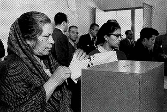 Primera vez la mujer vota (1955)