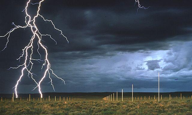 """Prof - Naturel / Artificiel / Walter De Maria: """"The lightning field"""" (400 poteaux, sur un terrain rectangulaire d'1 mille sur 1 km - Land Art)"""