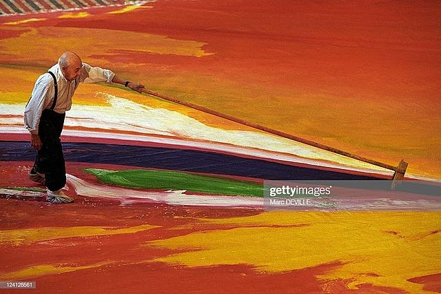 """Prof - Le corps, les gestes, les instruments / Olivier Debré: """"Rideau de l'Opéra de Shanghaï"""" (peinture sur toile, 22 x 14 m, Grand Théâtre de Shanghai, Chine)"""