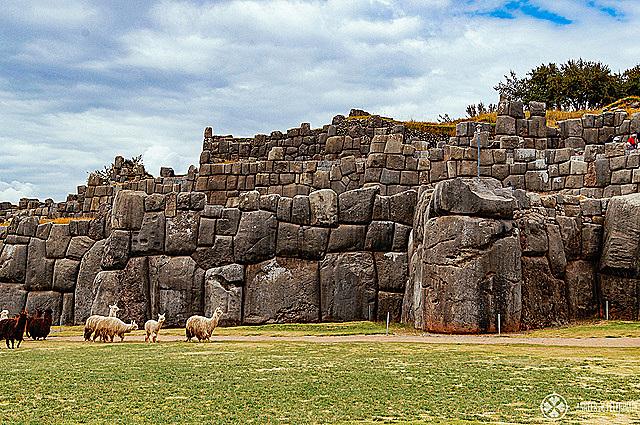 Creation of Sacsayhuamán.
