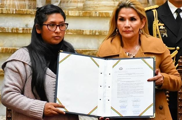 Añez promulga la Ley Excepcional de Prórroga de Mandato